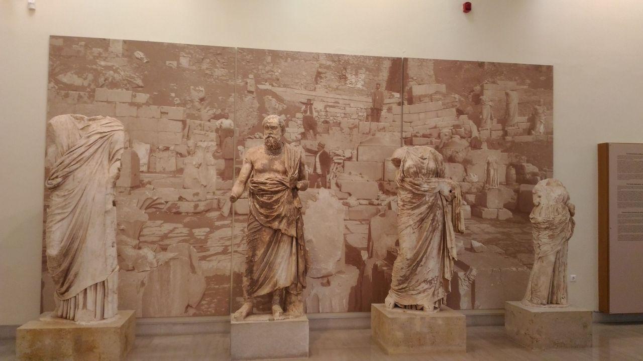 Delfi Kuroi Tour Grecia Classica 6